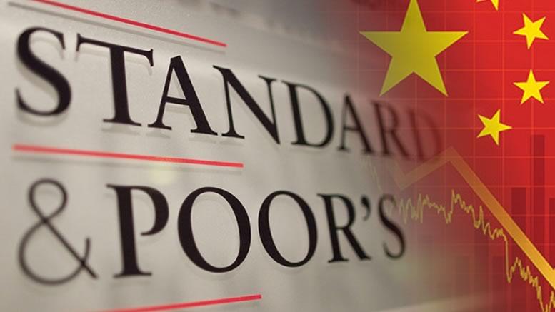 S&P declassa il debito cinese, lo Yuan perde terreno contro il dollaro