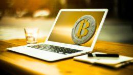 Bitcoin crolla ancora, ma c'è ottimismo sul lungo periodo