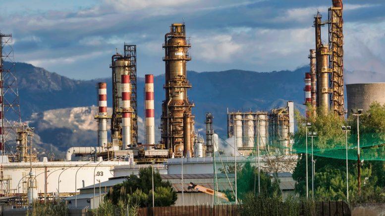Prezzo petrolio in ribasso: prevista elevata volatilità