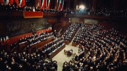 Debito pubblico Italia al 2,4%: cosa comporta l'aumento?