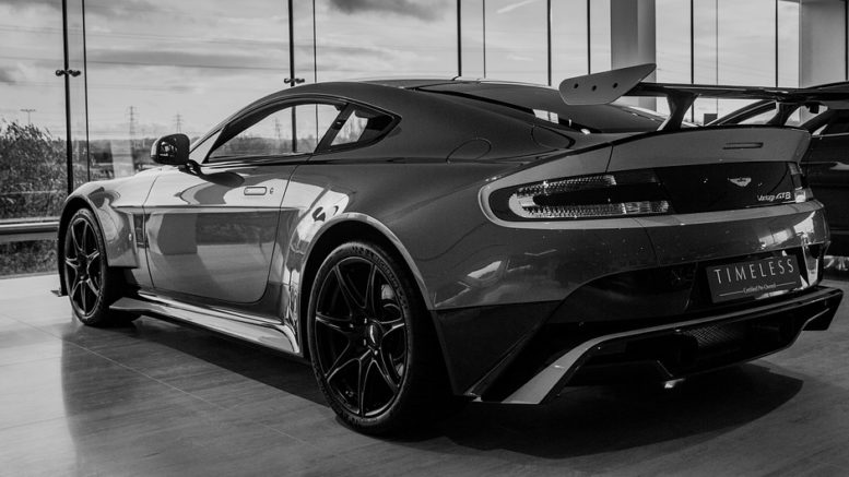 Aston Martin pronta allo sbarco in Borsa: probabile debutto a ottobre